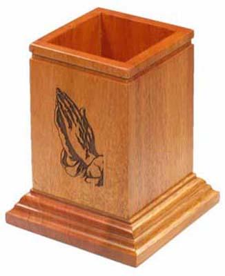 Ceruzatartó, fa, imádkozó kéz GPC02-345